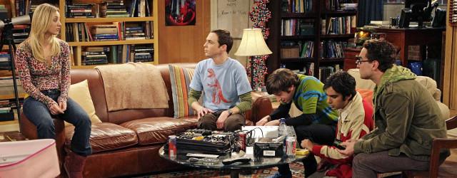 The Big Bang Theory est un série qui s'aborde facilement grâce à sa forme conventionnelle mais qui adopte le points de vue des geeks, nous offrant ainsi une exploration inédite des relations sociales filtrées par leur intelligence, leurs névroses et leurs passions.